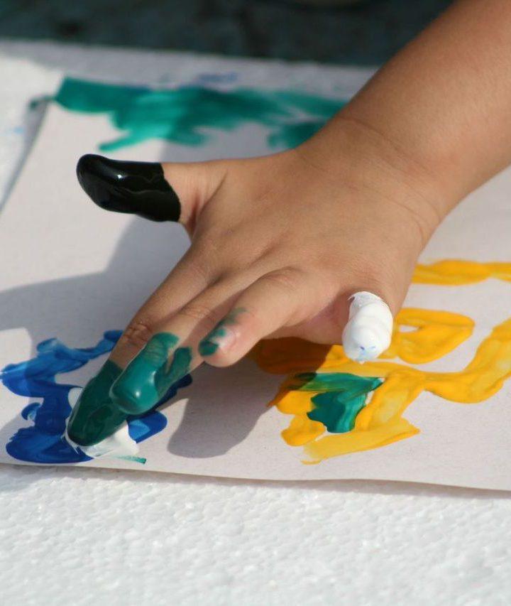 Sposób na dziecięce malunki ścienne